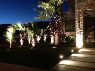 Rosangela C Brandão Interiores Tropical style gardens
