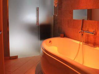 Casa T ArchitetturaTerapia® Bagno moderno Pietra