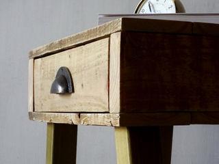 Pallet Bedside Table Piggledy Pallet Furniture RecámarasBurós Madera Acabado en madera