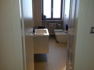 Appartamento M+E ArchitetturaTerapia® Bagno minimalista