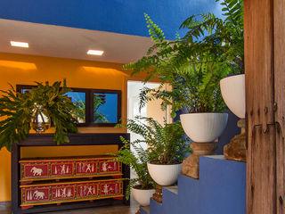 Olivia Aldrete Haas Pasillos, vestíbulos y escaleras de estilo moderno