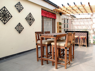 H5 Interior Design Balcone, Veranda & Terrazza in stile rustico Effetto legno