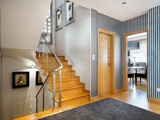 3L, Arquitectura e Remodelação de Interiores, Lda Modern corridor, hallway & stairs