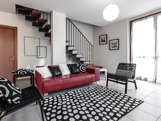 Home Staging presso Centro Residenziale in Lainate (MI) Gabriella Sala Design Ingresso, Corridoio & Scale in stile minimalista