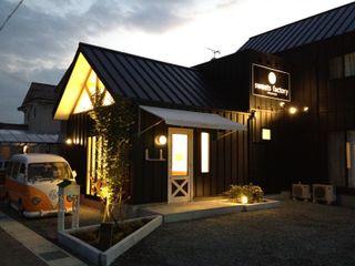 福井建築設計室 Casas de estilo ecléctico Aluminio/Cinc Negro