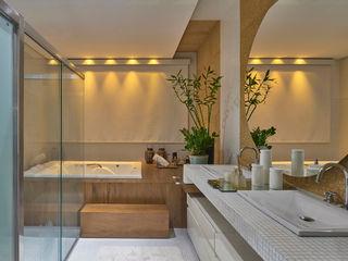Residência AM Isabela Canaan Arquitetos e Associados Banheiros modernos