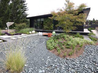 BEGRÜNDER Edificios de oficinas de estilo moderno