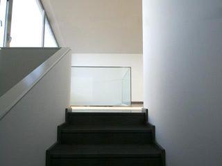 Bocetto Interiorismo y Construcción Pasillos, vestíbulos y escaleras de estilo moderno