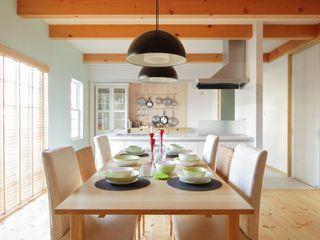dwarf Scandinavian style dining room