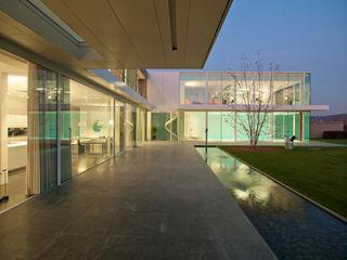 Le Cube Blanc Luc Spits Architecture Balcon, Veranda & Terrasse modernes