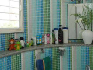 VERVE GROUP Baños de estilo moderno Cerámico Azul