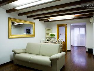 Upper Design by Fernandez Architecture Firm Koloniale Wohnzimmer