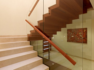 homify Corridor, hallway & stairs Stairs Marble