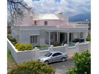 VILLA VERVE GROUP Colonial style houses Bricks White