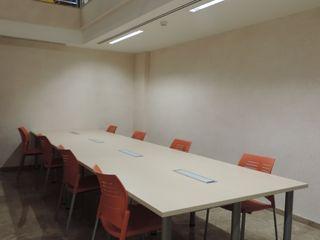 Biblioteca y museo arqueológico estudio MG arquitectura y urbanismo Salas multimedia de estilo moderno