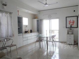 HOUSE IN WHITES VERVE GROUP Minimalist dining room White