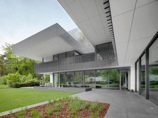Marlow Hill Umbris Balcony Solar Shading IQ Outdoor Living Modern balcony, veranda & terrace Aluminium/Zinc Grey