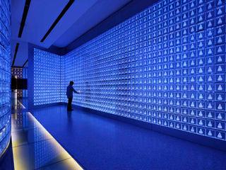 藤村デザインスタジオ / FUJIMURA DESIGIN STUDIO Salas multimedia de estilo moderno Vidrio Azul