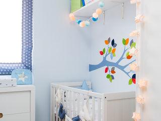 Un bosque para Rubén. RoomRoomBebé Dormitorios infantiles de estilo ecléctico Azul