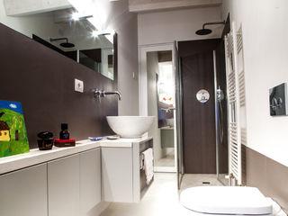 Ossigeno Architettura Mediterranean style bathrooms