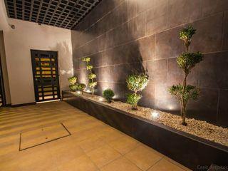 Cenit Arquitectos Pasillos, vestíbulos y escaleras de estilo moderno