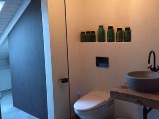 Ein Bad am See / A bath at the lake welschwalls.com Minimalistische Badezimmer Kalkstein Weiß