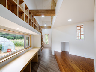 B.U.S Architecture Modern corridor, hallway & stairs