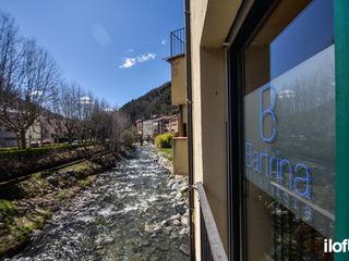 Oficina en Ribes de Freser iloftyou Puertas y ventanasDecoración de ventanas