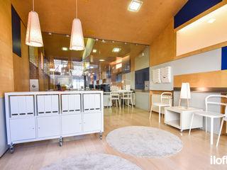 Oficina en Ribes de Freser iloftyou Vestíbulos, pasillos y escalerasCómodas y estanterías