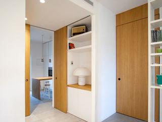 CASA F+M. GROSSETO OKS ARCHITETTI Ingresso, Corridoio & Scale in stile minimalista