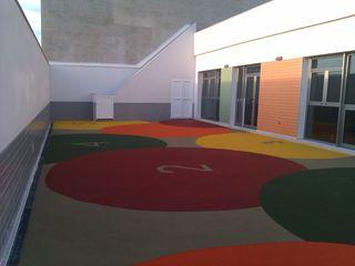 Escuela infantil estudio MG arquitectura y urbanismo Balcones y terrazas de estilo moderno