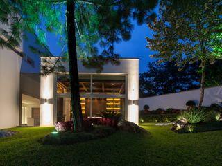 Portico Arquitectura + Construcción 모던스타일 정원