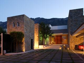Portico Arquitectura + Construcción 식민지스타일 주택 돌