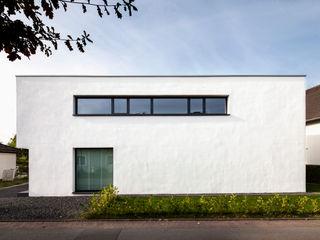 Corneille Uedingslohmann Architekten Rumah Modern White
