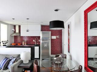 Mario Catani - Arquitetura e Decoração Salle à manger minimaliste Tuiles Rouge