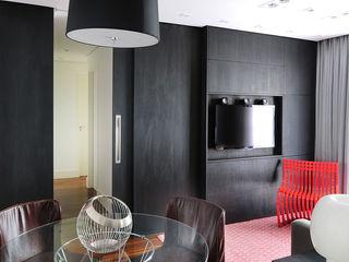 Mario Catani - Arquitetura e Decoração Salle multimédia minimaliste Bois Noir