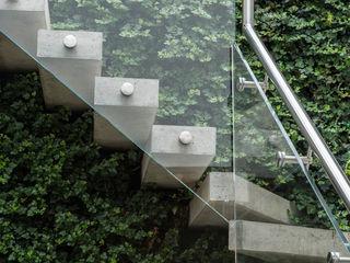 The Crafted House Folio Design モダンスタイルの 玄関&廊下&階段 石 緑