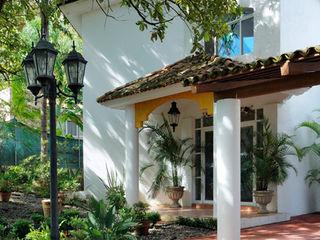 CASA UVIÑA Excelencia en Diseño Casas coloniales Ladrillos Blanco