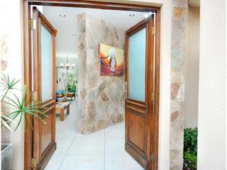 Silvana Valerio Modern corridor, hallway & stairs