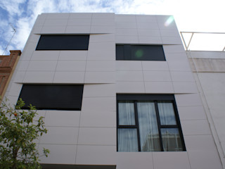 Edificio de 4 viviendas de diseño en zona centro de Sevilla FABRICA DE ARQUITECTURA Casas de estilo moderno
