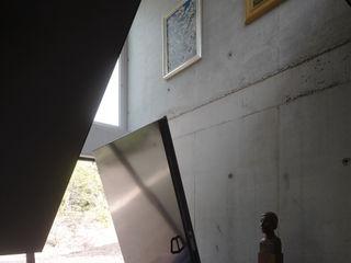 De Zwarte Hond Modern Corridor, Hallway and Staircase
