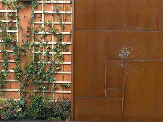 Un muro decorado con fuente de acero corten El creador de paisajes JardínAccesorios y decoración