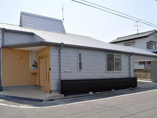 モリモトアトリエ / morimoto atelier Moderne Häuser Metall Metallic/Silber