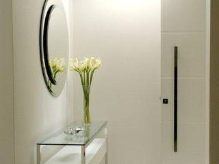 Tatiana Spencer Arquitetura e Design WohnzimmerAccessoires und Dekoration