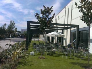 Un jardín para un gran gimnasio El creador de paisajes Jardines de estilo moderno