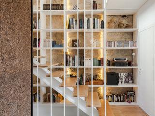 Floret Arquitectura Modern Corridor, Hallway and Staircase