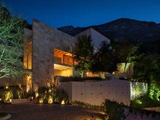 Portico Arquitectura + Construcción 모던스타일 주택