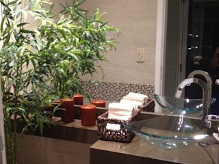 Studio HG Arquitetura Tropical style bathrooms