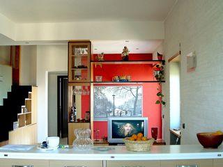 Casa Privata Giuliana Andretta Architetto Soggiorno moderno Legno Rosso
