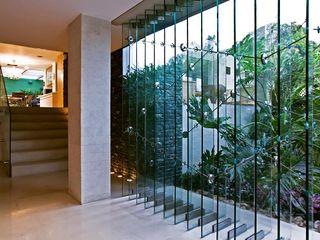 Casa MR oda - oficina de arquitectura Pasillos, vestíbulos y escaleras modernos